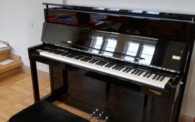 Ein Klavier, ein Klavier… oder die Einweihung eines Schulklaviers aus dem Hause Bechstein